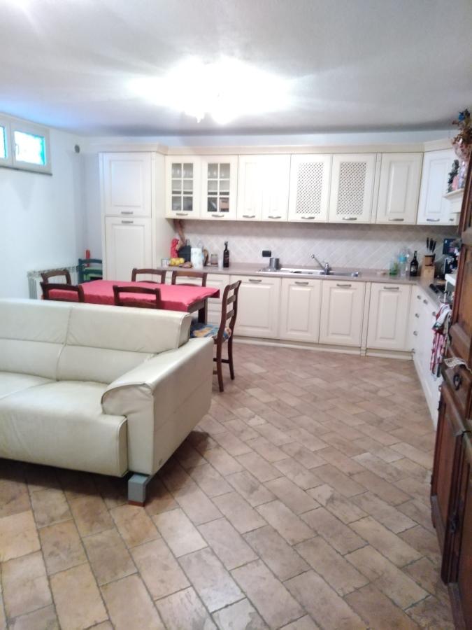 Appartamento in vendita a Massarosa, 4 locali, prezzo € 195.000 | CambioCasa.it