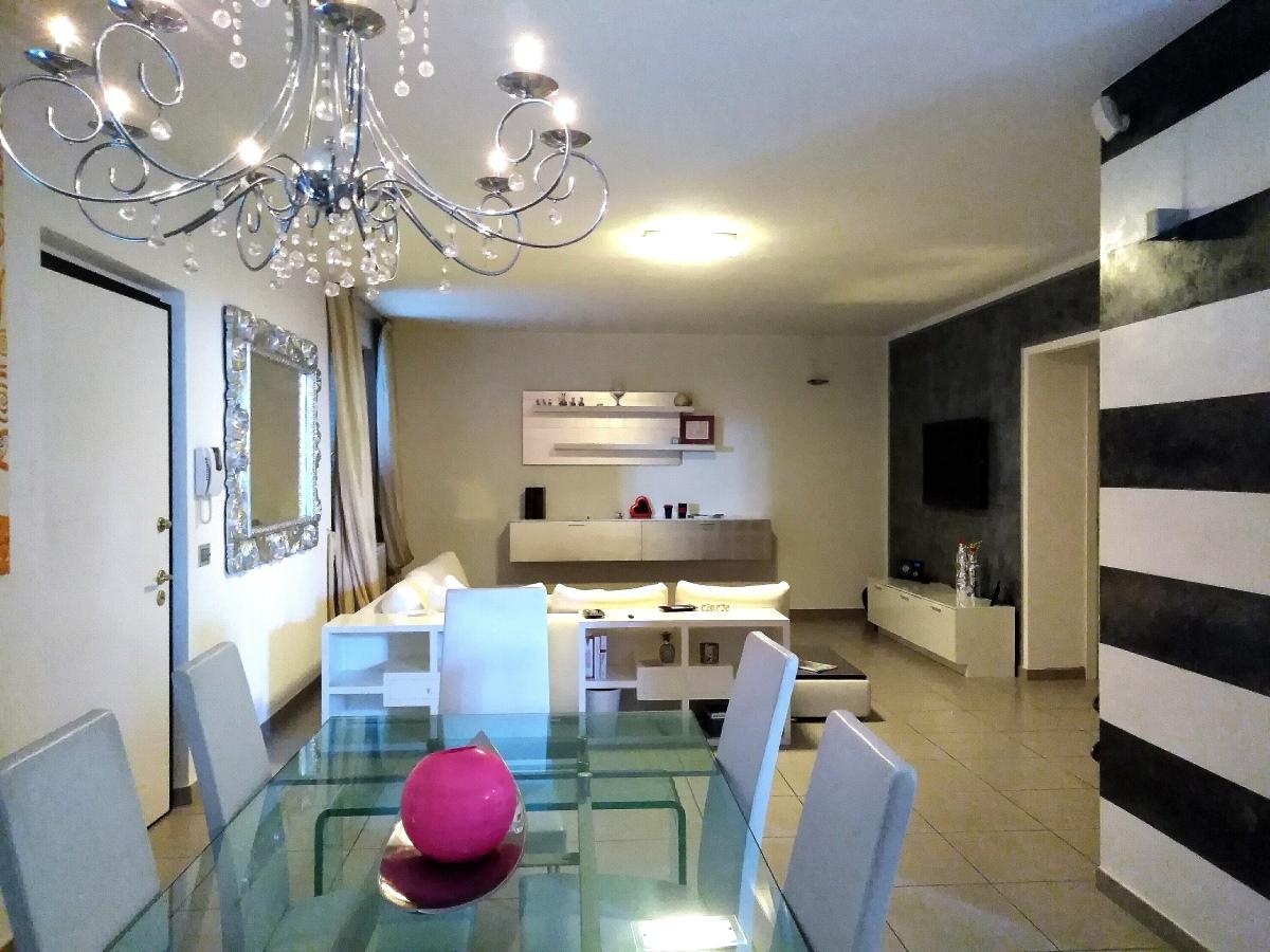 Villa in vendita a Massarosa, 6 locali, prezzo € 450.000 | CambioCasa.it